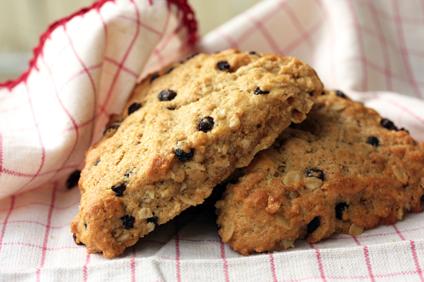 Oat and currant scones