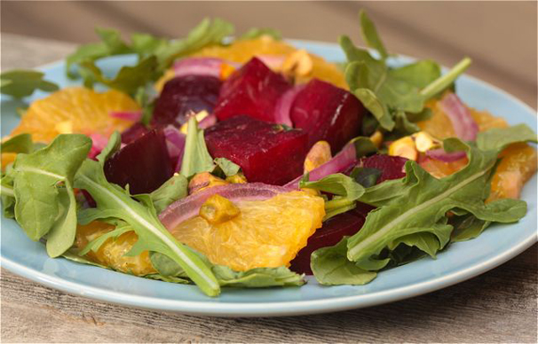 Beet, orange and arugula salad with pistachio nuts - recipe | What ...